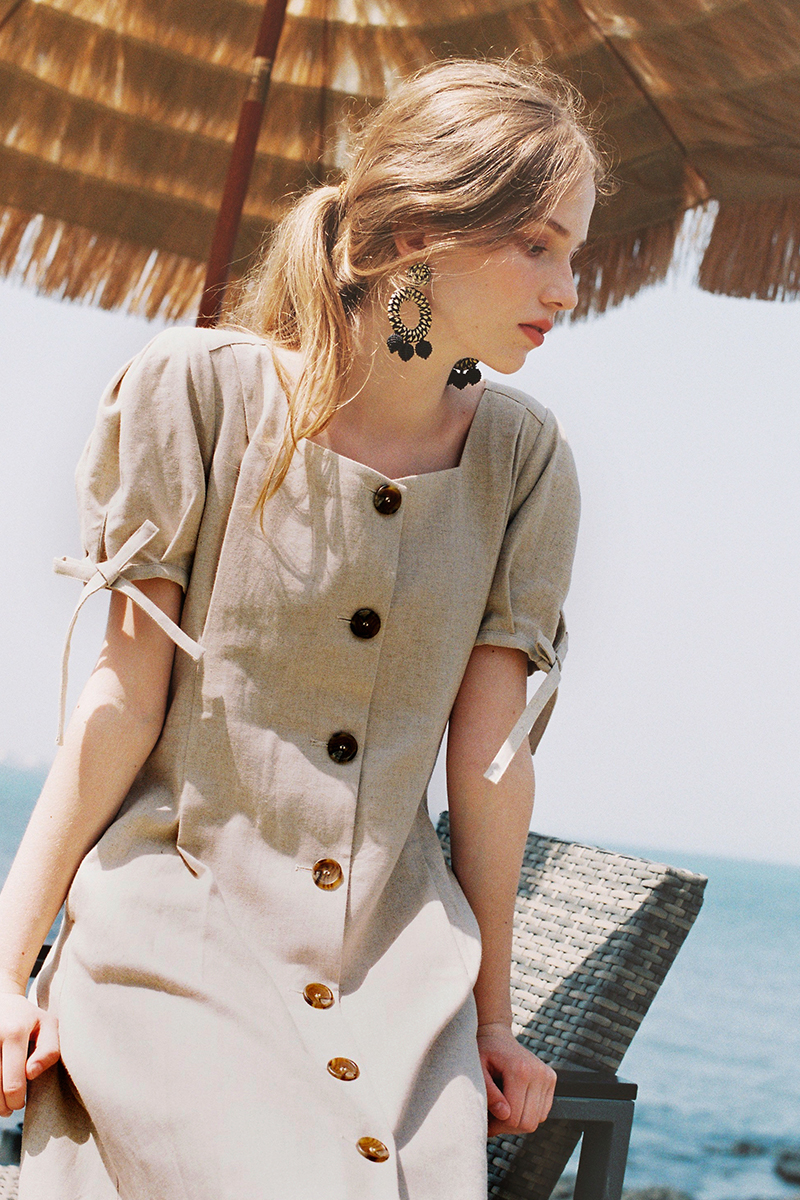 LINEN BUTTON DART DRESS SAND BEIGE