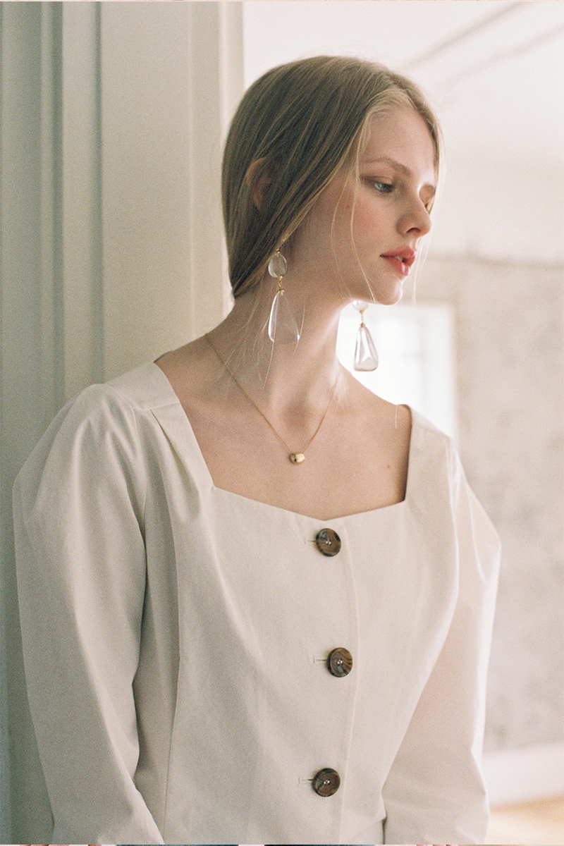 BUTTON DART BLOUSE IVORY