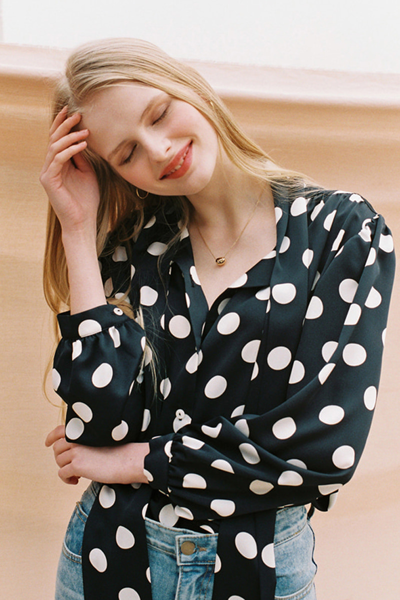 BIG DOTS TIE BLOUSE BLACK